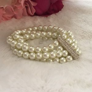 Pearl Bracelet. By Premier Designs